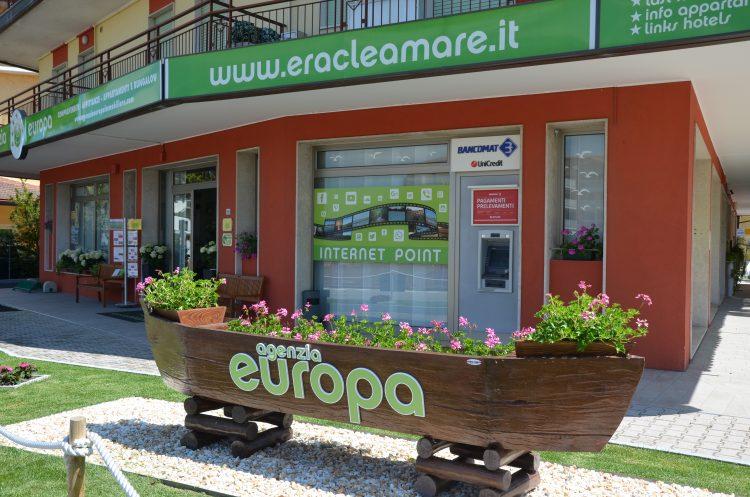 esterno agenzia europa con fiori